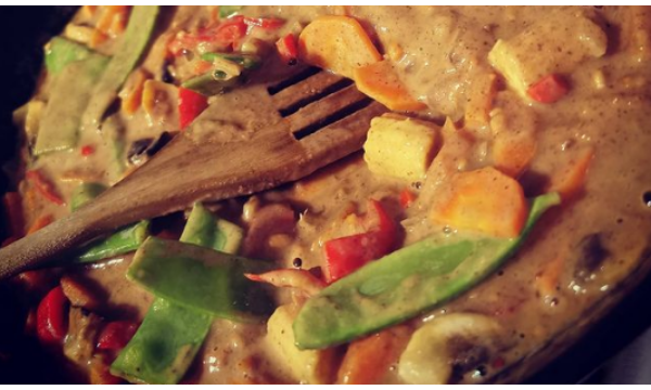 Indonesian Satay Curry (Meat & Veg Options)