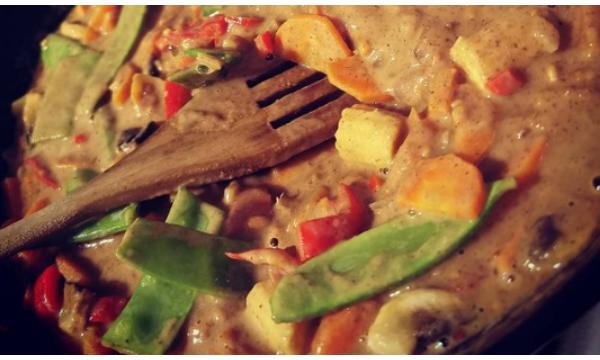 Indonesian Satay Curry (Meat & Veg Options)