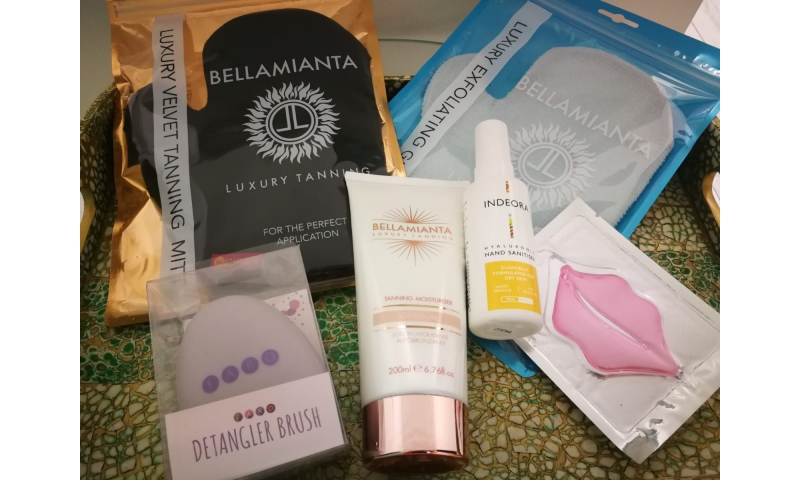 Summer Staycation Beauty Kit (2 FREE GIFTS)
